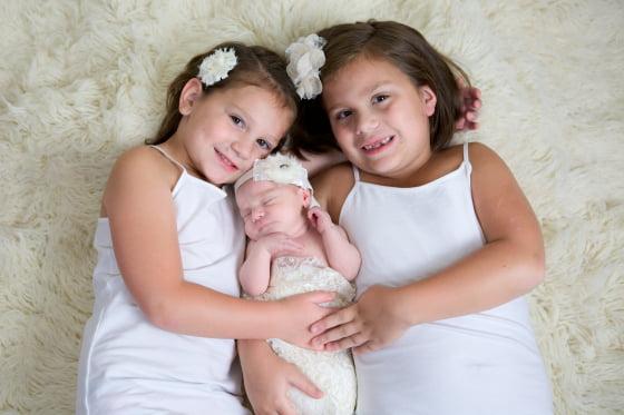 Ba chị em Emma, Michayla và Mia