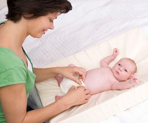 Cẩn thận khi chăm sóc cuốn rốn cho bé sơ sinh