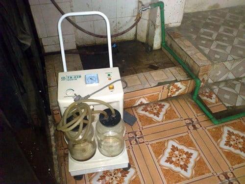 Cơ sở X - quang bên trong phòng khám 934 - 936 Trương Định mà Giấy phép hoạt động y tế đã hết hạn từ ngày 29/1/2012.