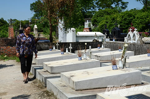 Bà Nguyễn Thị Nhiệm, người phụ nữ 10 năm ròng đi xin hài nhi về chôn cất