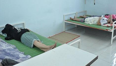Thời điểm thanh tra đến, có bốn thai phụ đang nằm chờ phá thai. Ảnh: TÙNG SƠN