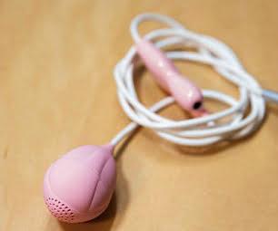Thiết bị phát nhạc babypod đặt vào thai phụ. Ảnh: HTP.