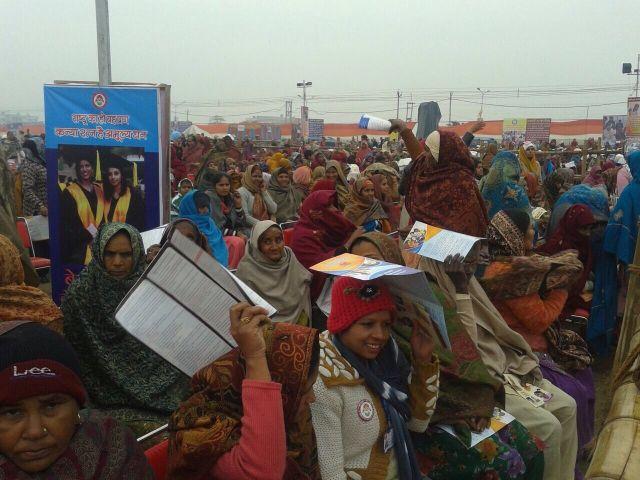 Phụ nữ Ấn tham gia chương trình Cứu lấy các bé gái - Giáo dục cho bé gái - Ảnh: The Hindu