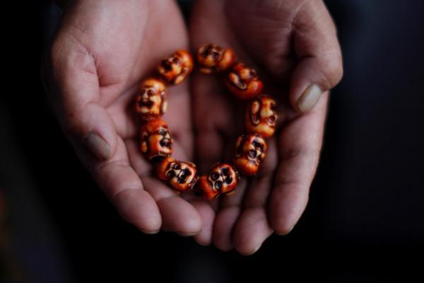 Anh Gao khoe chiếc vòng của con trai đeo lúc nhỏ.