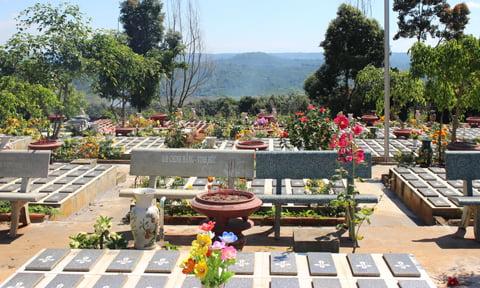 Hơn 3.000 ngôi mộ và những nỗi đau