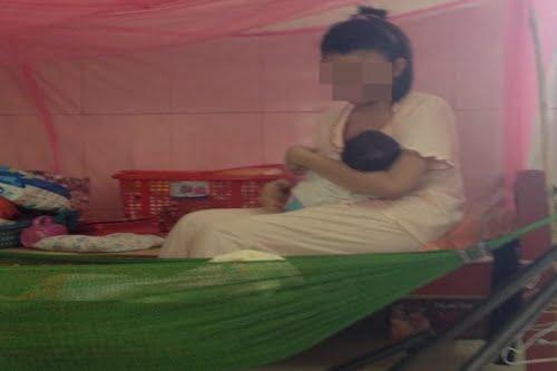 Một cô gái vượt cạn thành công trong ngôi nhà tạm lánh.