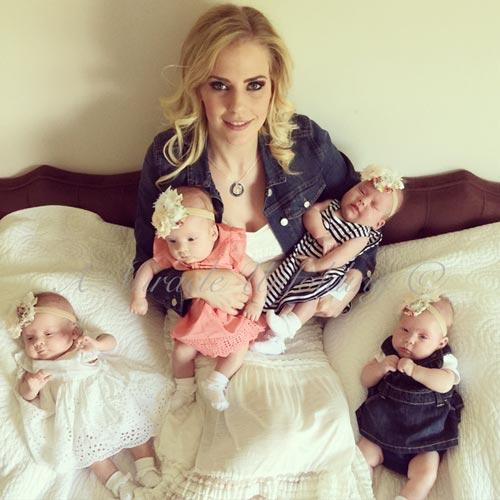 Sau 8 năm hiếm muộn, mẹ Ashley Gardner đã sinh một lúc 4 bé gái đáng yêu.