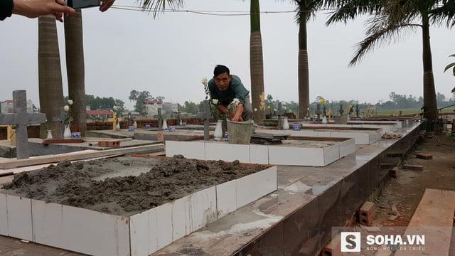 """Những nấm mồ được cơi nới thêm tầng để đón những """"cư dân"""" mới."""