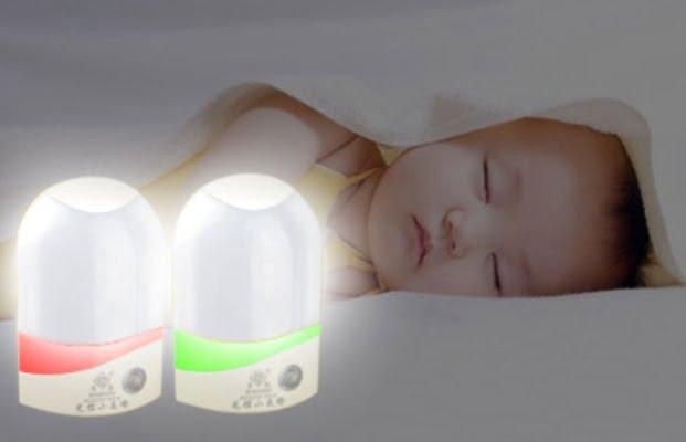 Mẹ nên hạn chế cho trẻ ngủ dưới ánh đèn