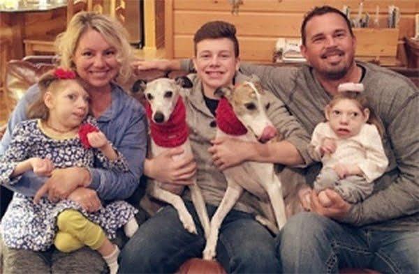 Gia đình hạnh phúc của Gwen và Scott.