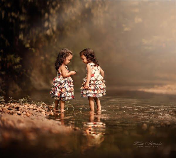 Ngay từ những phút giây đầu đời, hai cô gái nhỏ đã chứng tỏ cho thế giới thấy sự ngoan cường và sức mạnh của mình. (Ảnh: Lilia Alvarado)