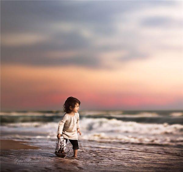 Một ngày nào đó, chắc chắn cả hai cô bé sẽ bay rất cao, rất xa... (Ảnh: Lilia Alvarado)