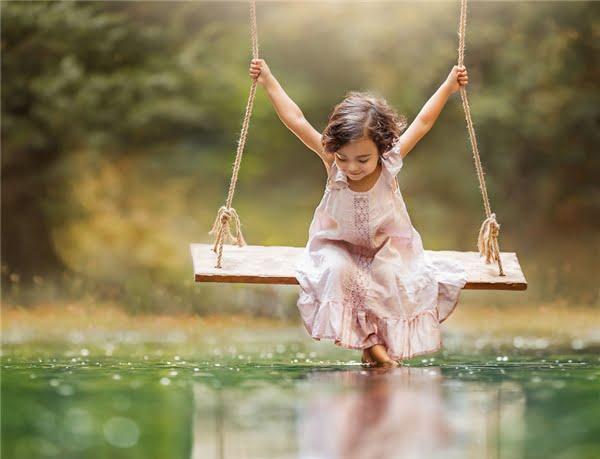 Thời gian như dừng lại, không gian như lắng đọng bởi năng lượng thuần khiết toát ra từ thiên thần nhỏ này. (Ảnh: Lilia Alvarado)