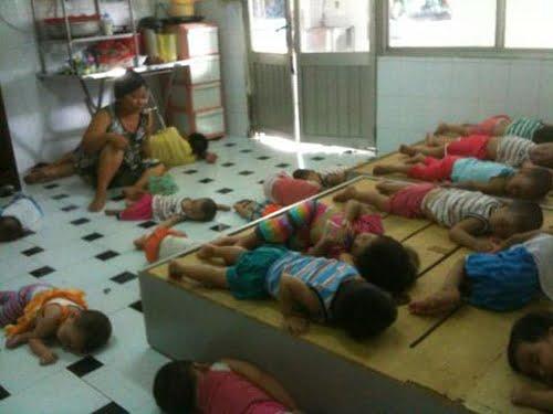 Những đứa trẻ bị bỏ rơi tại bãi cỏ, thùng rác tại KCN tại Bình Dương được nuôi dưỡng tại Trung Tâm Quê Hương.