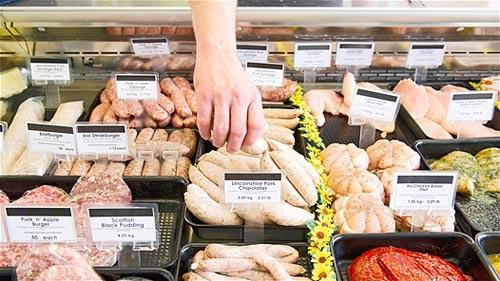 Những loại thực phẩm chế biến sẵn thường chứa nhiều dầu mỡ và các loại gia vị không có lợi cho sức khỏe bà bầu và thai nhi. (ảnh minh họa)
