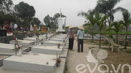 Dưới mỗi nấm mộ này có khoảng 700 – 800 em nằm chung