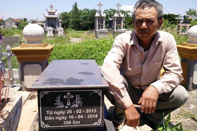 Một ngôi mộ chôn hơn 350 thai nhi được ông trọng gom từ tháng 2/2013 đến 4/2014