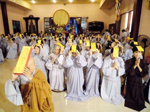 Đại lễ cầu siêu cho các sinh linh được tổ chức tại chùa Từ Quang vào rằm tháng tám hàng năm