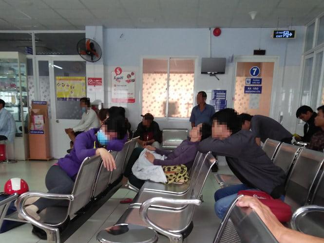 Phòng chờ ở khoa Kế hoạch gia đình có một sự yên lặng đến đáng sợ