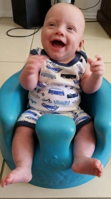 Teddy là một đứa trẻ kháu khỉnh. Ảnh: Daily Mail