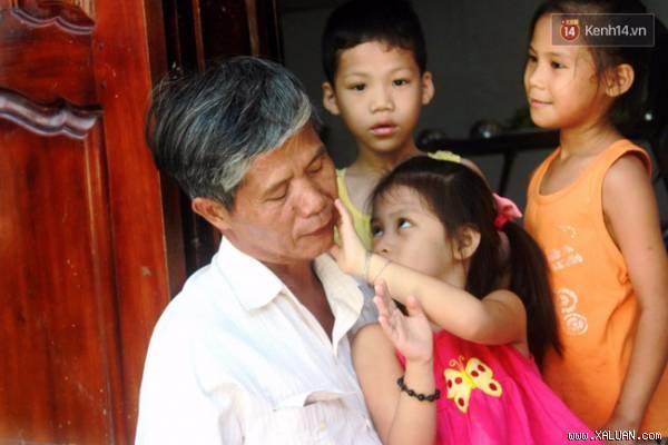 Ông Phúc - người cha nuôi của chục em bé mồ côi ở Nha Trang.