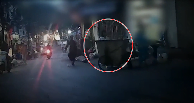 Clip: Kinh hoàng những túi rác bí ẩn bị vứt ra từ phòng khám thai ở Hà Nội